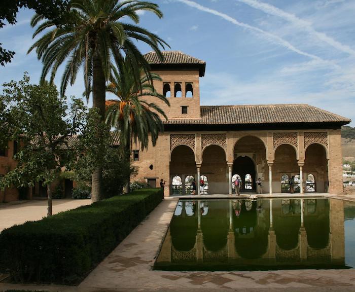 hostal cerca alhambra barato