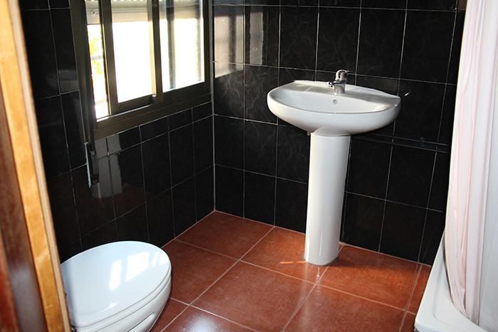 Baño privado hostal granada